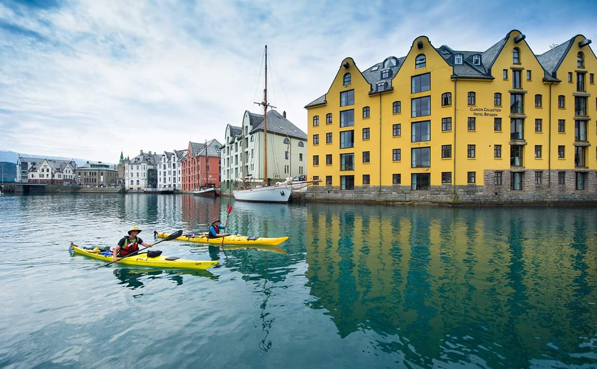 Get another perspective on #Ålesund by exploring #Norways stunning #artnouveau town from the sea 😍 Photo @uteguiden via @VisitAlesund #kayaking #paddling #fjords @fjordnorway @epicfjords