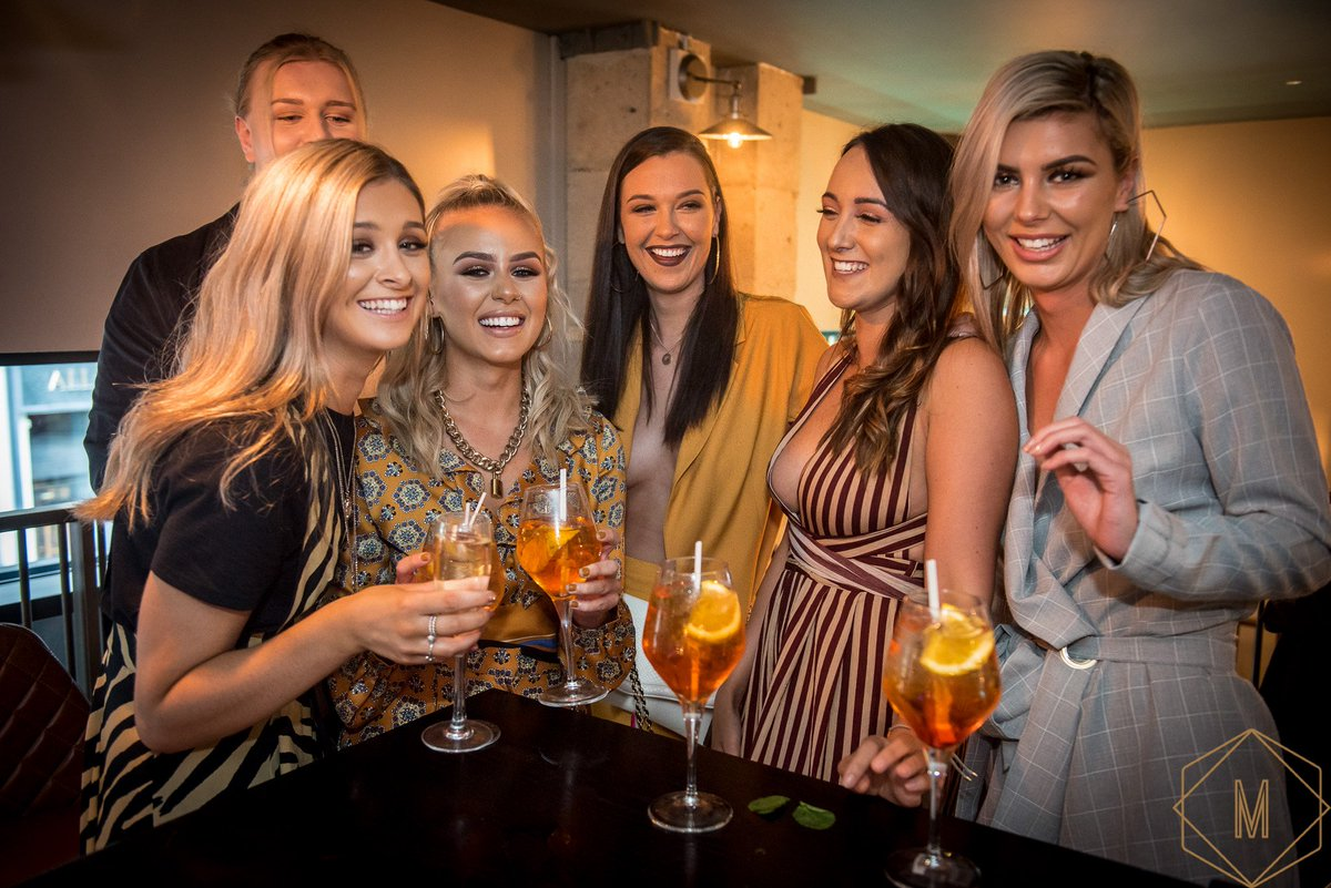 We're open from 12pm EVERYDAY this week! That means even more time for Bottomless Partying! 👯 Get 90 minutes of unlimited drinks and a main dish for only £29.95 🤩 #leeds #bottomlessbrunch #bottomless #food #deals