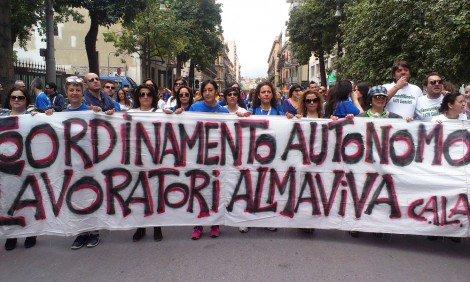 Vertenza Almaviva, a rischio 1600 posti a Palermo: lavoratori tornano in piazza - https://t.co/GYsq8jsNhs #blogsicilianotizie