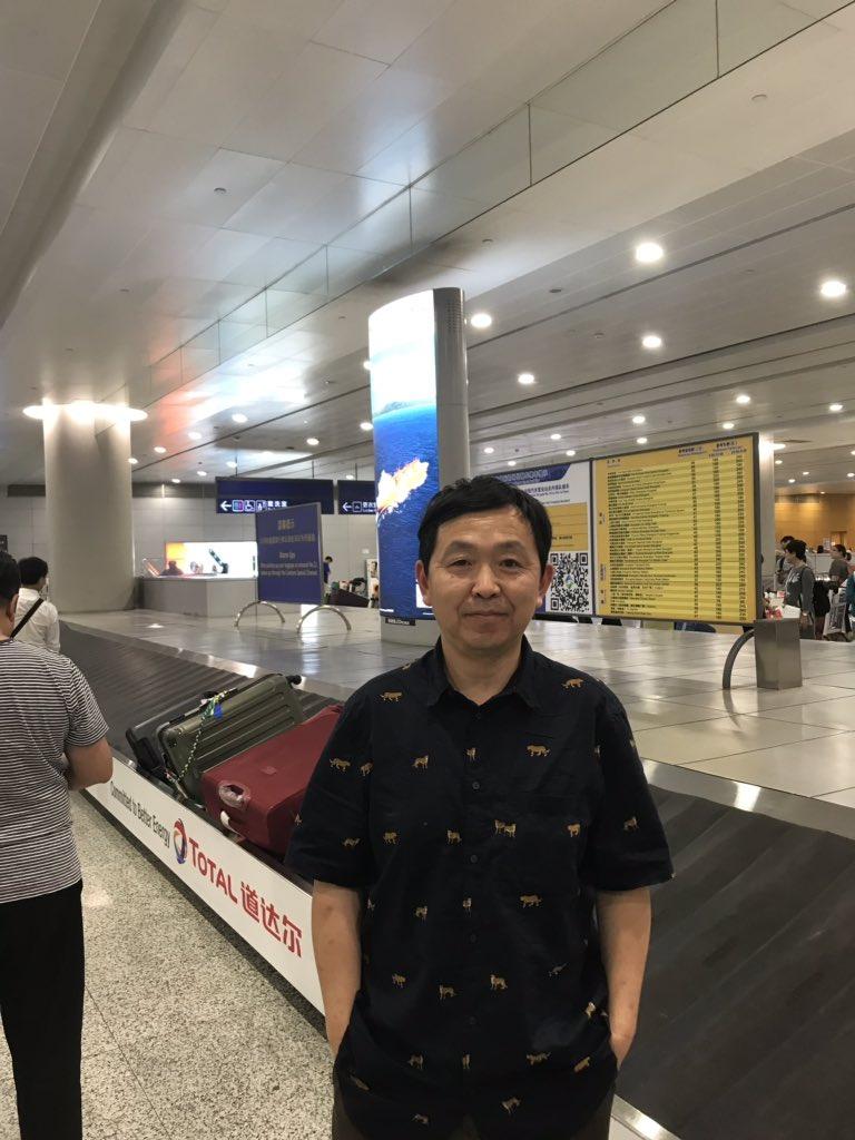 上海,我终于回来了!老母亲,我回来了。在浦东机场等待行李中。