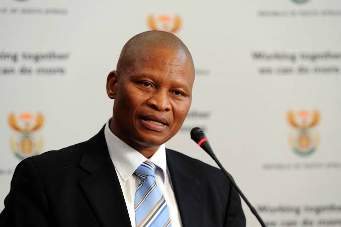 The forces of good truthful men is growing everyday. Salute our Chief Justice. #MogoengMogoeng<br>http://pic.twitter.com/zITdrL8wnw