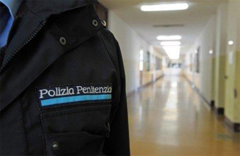 """Carceri, la protesta della polizia penitenziaria: """"In Sicilia mancano 800 agenti"""" - https://t.co/QX1KppptXv #blogsicilianotizie"""