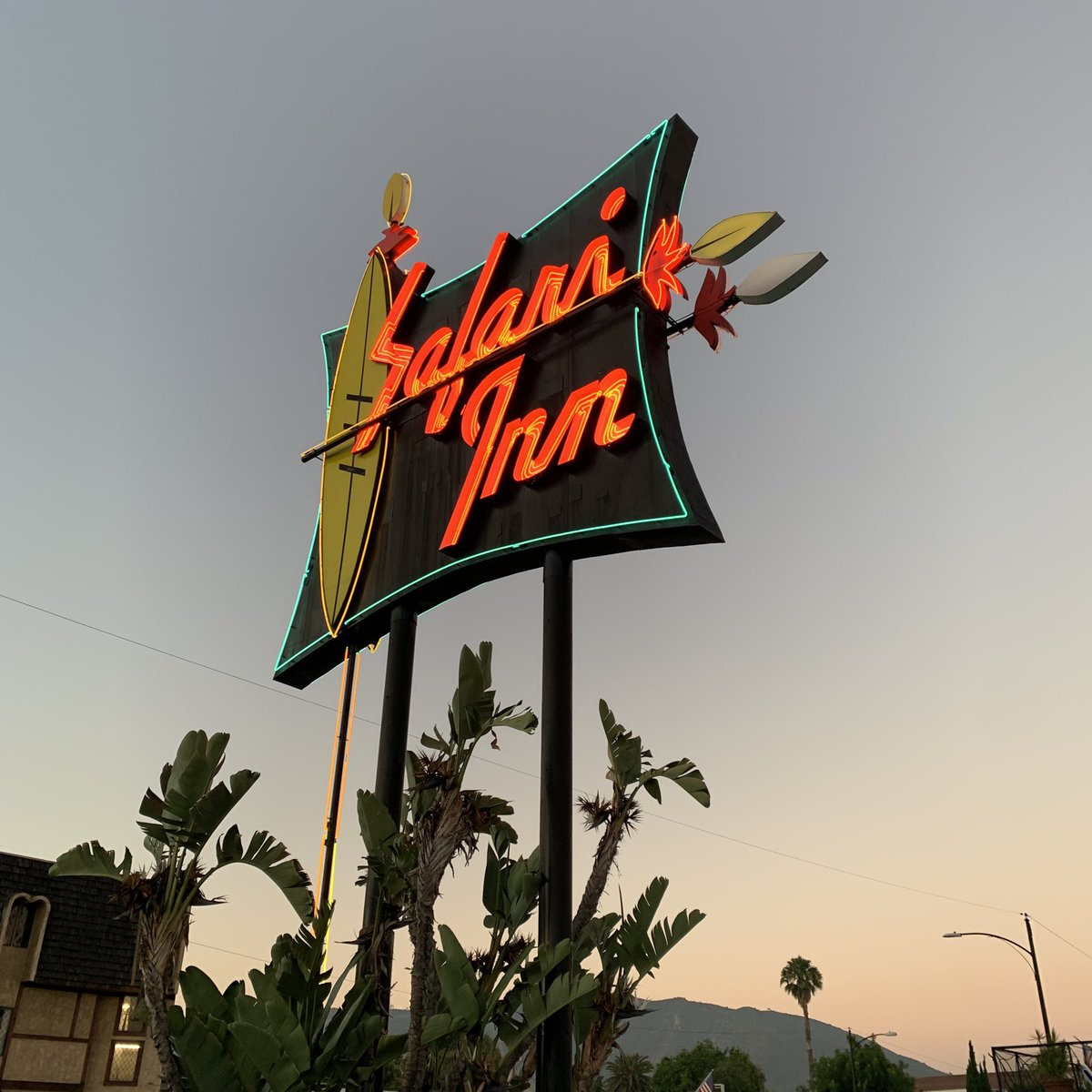 The home of @TheChrisRubio Top 12 is the Safari Inn. Built in 1955, the hotel has been featured in many movies and TV shows including Lethal Weapon, True Romance, Coach Carter, Apollo 13, Six Feet Under, CSI and The Partridge Family.  #HistoricalLandmark #TeamRubio #TheFactory