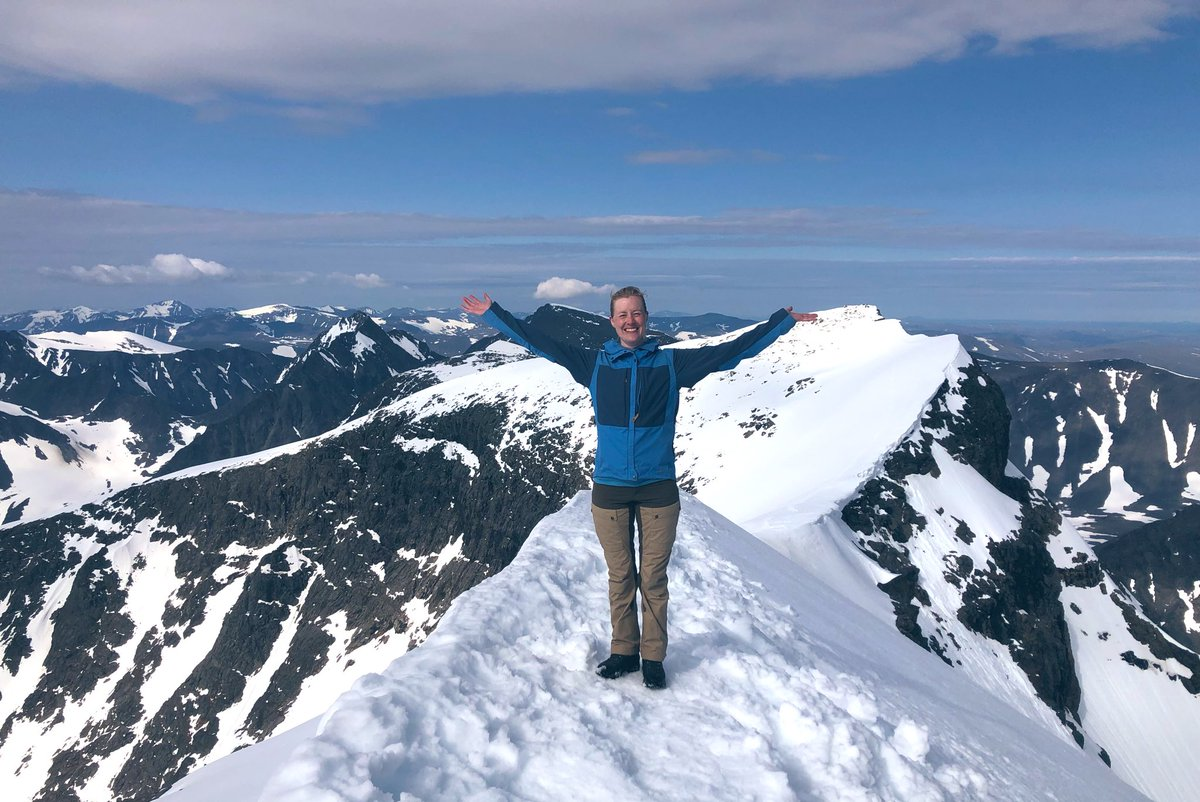 Celebrated setting a date for my #thesisdefense by going to the highest peak in Sweden, #Kebnekaise. Walking and climbing up that mountain for 7 hours can definitely be compared to the struggle of the #phdlife... https://t.co/IrXnclFPEz