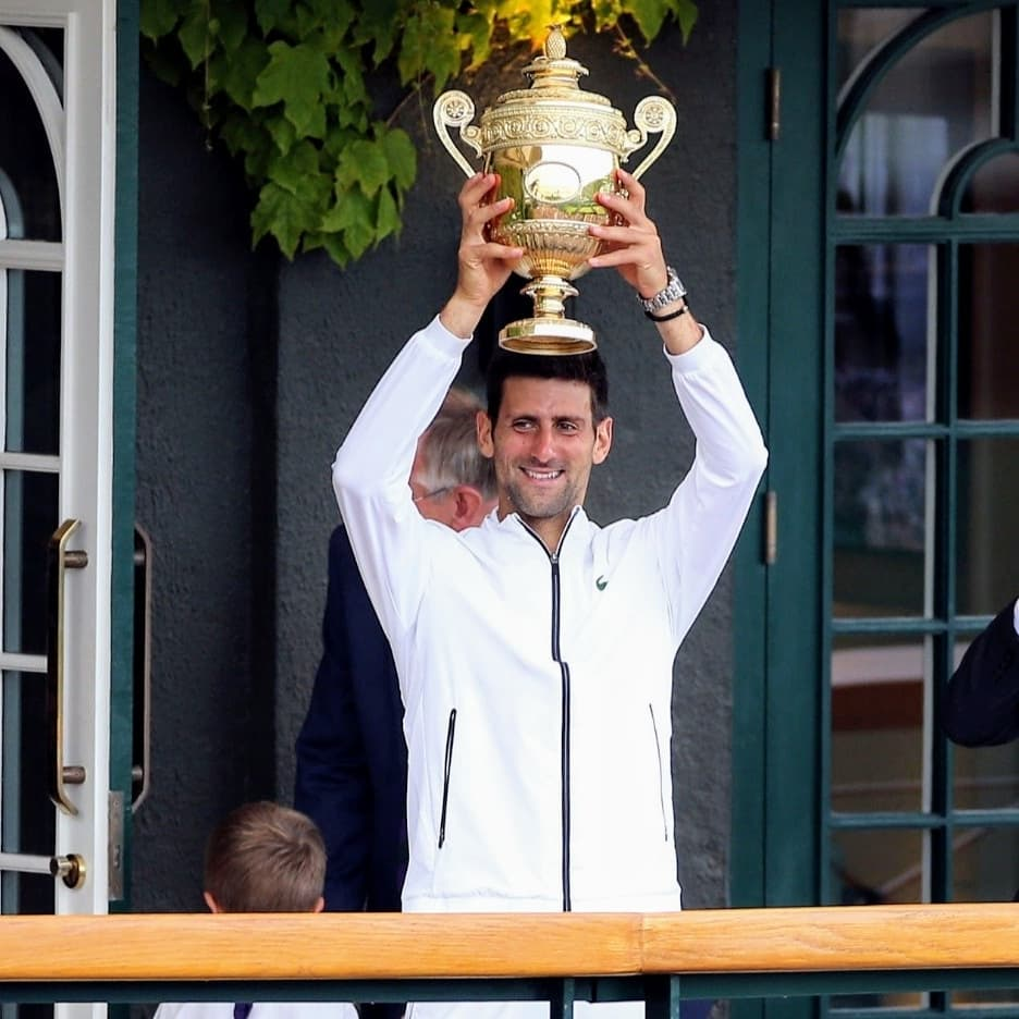 💫Sharing the happiness with #nolefam 💫 We are blessed to have such a great role model like Nole🤩😍💕 @DjokerNole 👑🏆  #Wimbledon2019 #Djokovic