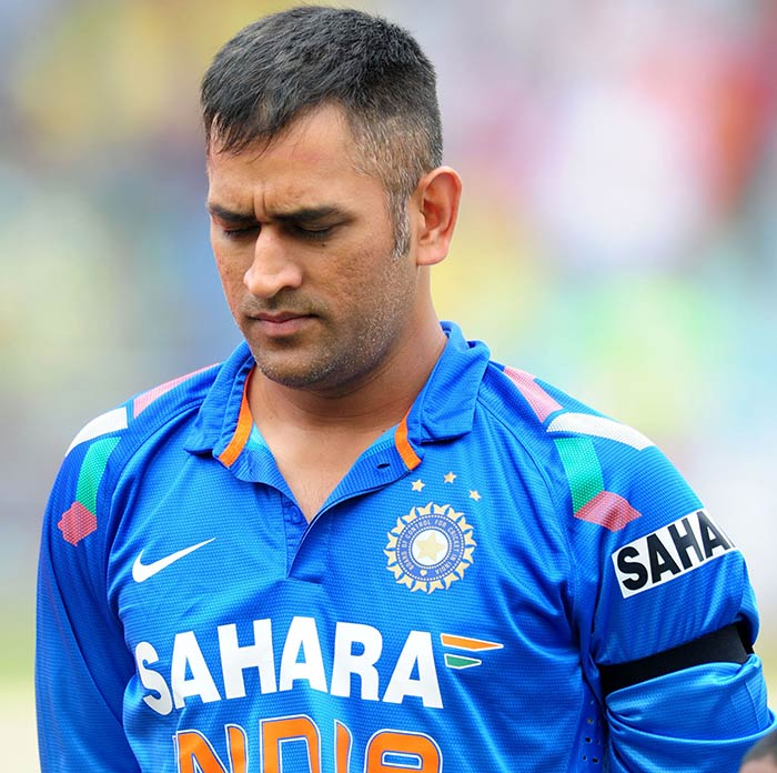 """#WATCH #VIDEO : """"#Dhoni Purposely Lost #WorldCup #Semifinal ,"""" Claims #YuvrajSingh 's Father    https://www. behindwoods.com/news-shots/spo rts-news/yuvraj-singhs-father-blames-dhoni-for-losing-world-cup.html  …  …  #DhoniForever #dhoniatcwc19 <br>http://pic.twitter.com/LtFWAFGfO5"""