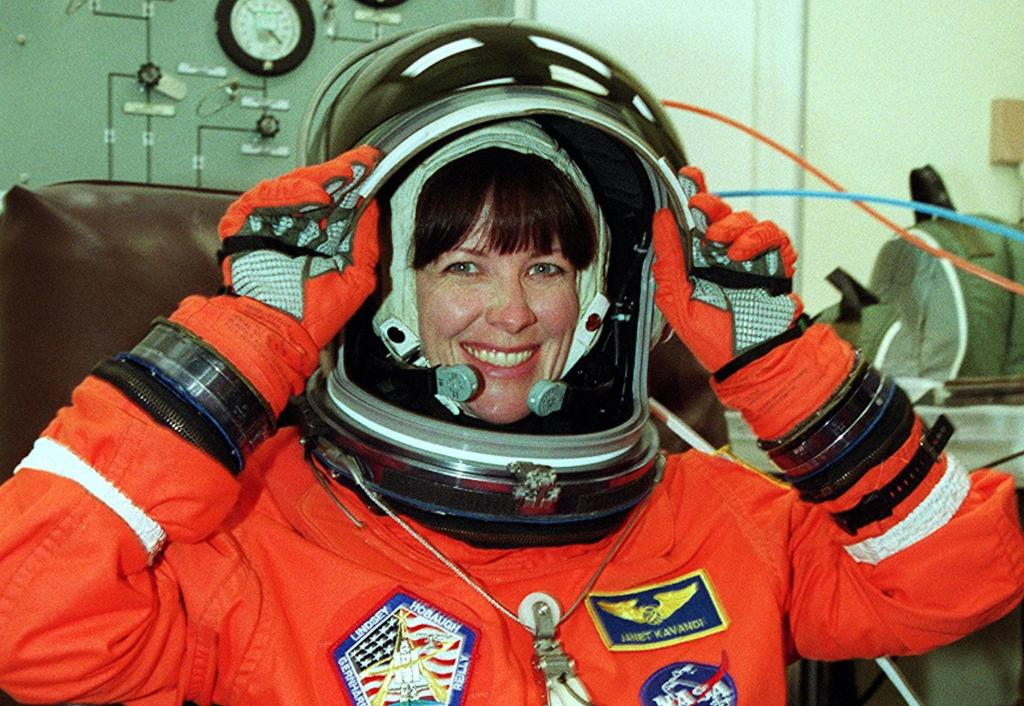 On a small cattle farm in Missouri, a young Janet Kavandi dreamed of becoming an astronaut. Nearly 3 decades later, she flew on 3 space shuttle missions, earning her a spot in the U.S. Astronaut Hall of Fame. Happy birthday to the director of @NASAglenn! go.nasa.gov/2JHkZoj