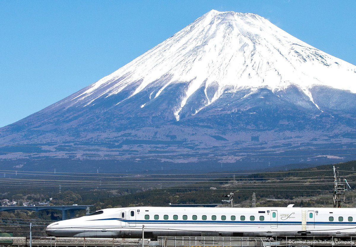 D rs77aUIAAQjvs - 4th generation Shinkansen stock gets retired