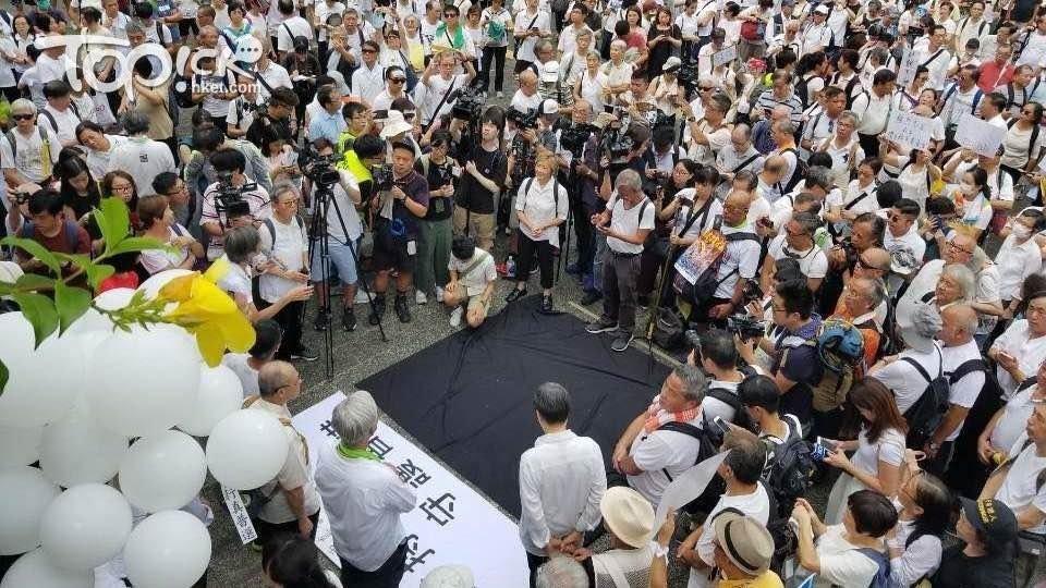 郭文贵Guo Wengui ✊ ✊ ✊ @milesguo   7月17日:伟大的香港……每时每秒都在创造历史……改变世界……大家猜猜我要去哪里? 👉👉👉https://www.guo.media/