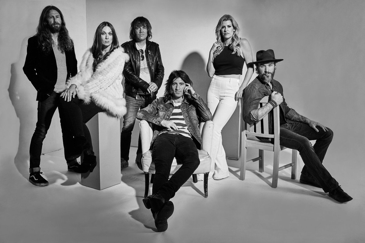 """Sunny so-Cal folk-rock band @grandcanyonla are not just """"Yesterday's News"""" with a new anthem; they're a mighty force readying a new EP (out 8/2) ▶︎  https:// bsidesbadlands.com/grand-canyon-y esterdays-news-review/  … <br>http://pic.twitter.com/IQhcEJsQWa"""