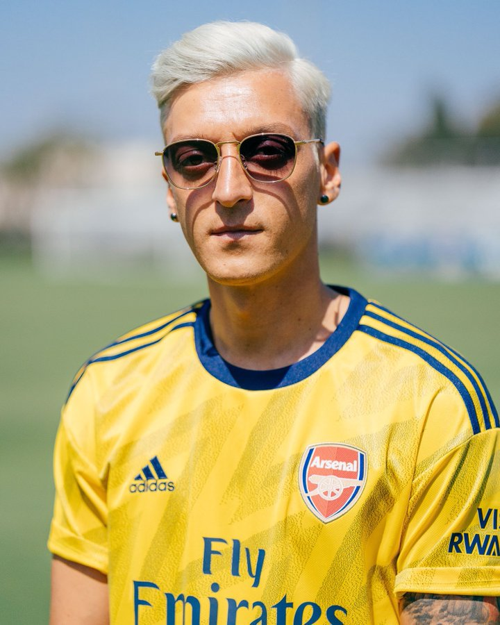 Just when I thought Arsenal couldnt get more depressing, Sicknote appears to be now identifying as Megan Rapinoe.