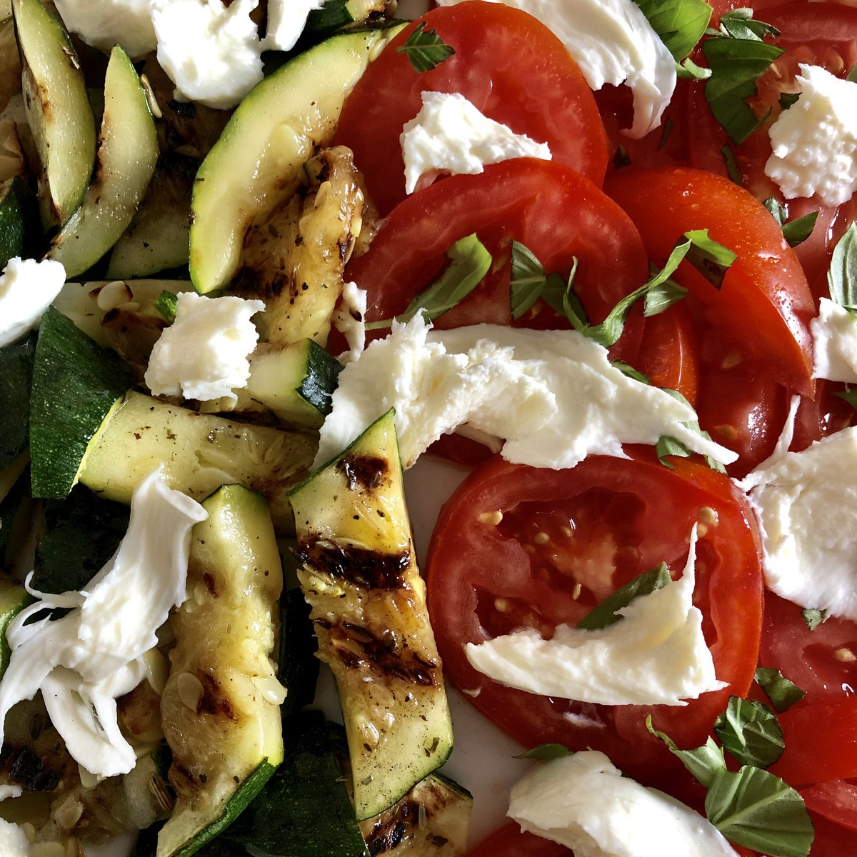 Today in Julie's adventures in #vegetarian cooking: tomato, mozzarella and grilled courgette salad. <br>http://pic.twitter.com/uUtnHizZ84