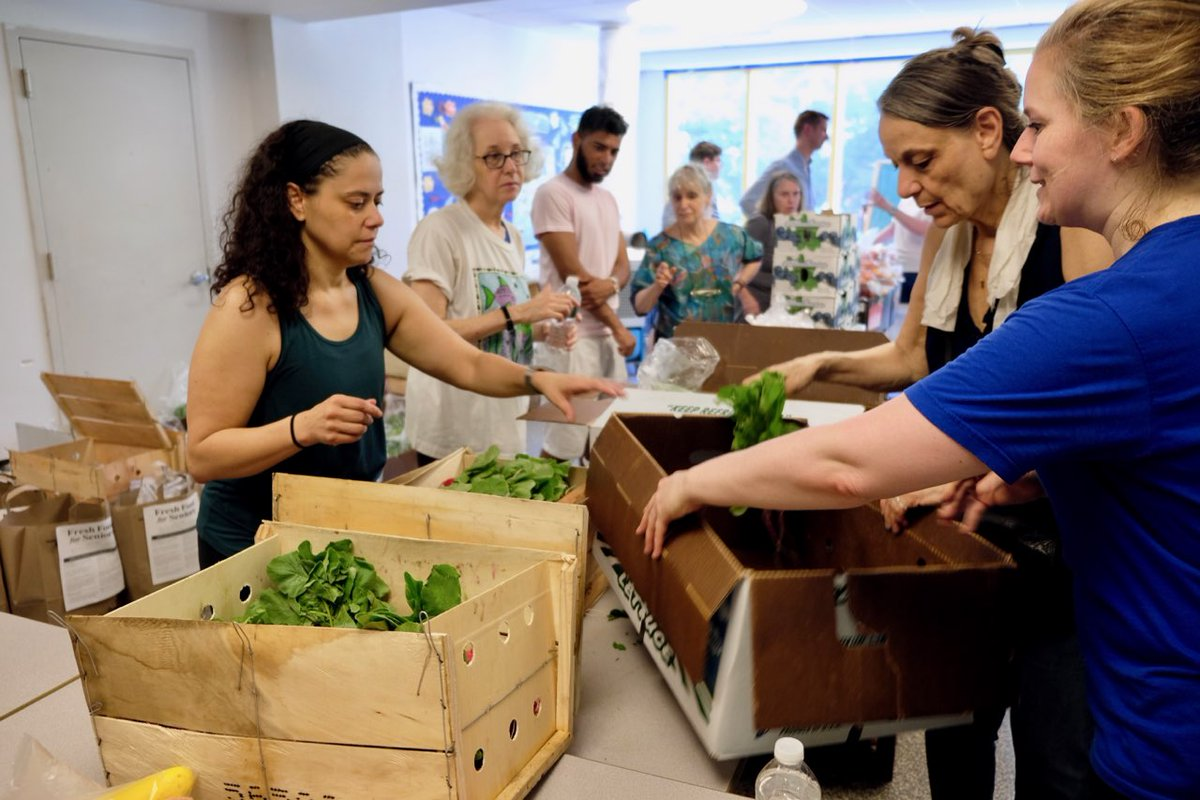 Staffers from @NYCSpeakerCoJo, @galeabrewer and community volunteers pack fresh produce that will later be delivered to senior centers through throughout Manhattan.
