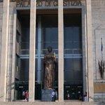 Image for the Tweet beginning: Concorsi truccati all'università di Catania,