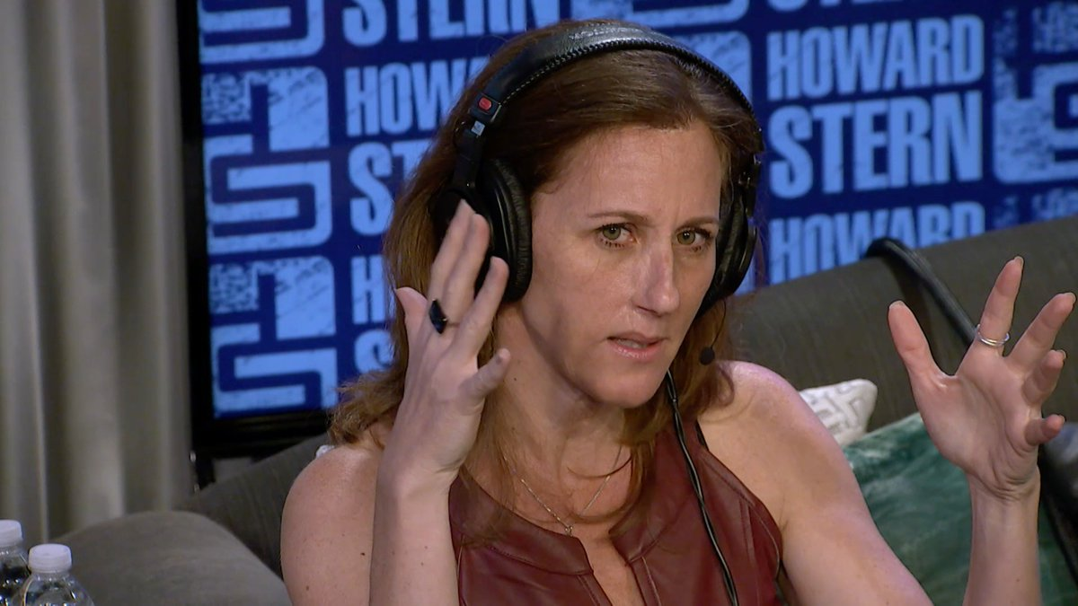 Watch @KimEGoldman take @HowardStern through what she saw the day in court when O.J. Simpson tried on the infamous glove and catch her full interview on the @SIRIUSXM app. https://t.co/ATU6lNxca0