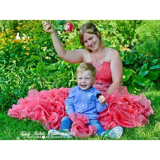 Wie eine Prinzessin.. Und der kleine Wicht hat auch seinen Spaß  @graff9668 #hobbyfotografie #tfpfotograf #hobbymodel #hobbymodels #modelling #portrait_vision #portraitvision #portrait_ig #portraits_mf #portraitoftheday #portraitstyles_gf #communi… https://ift.tt/2NXszjVpic.twitter.com/EacbwO5yOC