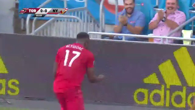 Good morning to this @JozyAltidore backheel only 🤯 (🎥 @TorontoFC)