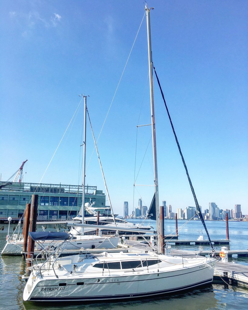 Patriot. ⛵️ ⛵️ ⛵️ #sailing #sail #sailboat #marina #hudsonriver #chelseapiers #chelsea #chelseapiersnyc #sailingworld #instasail #sailinstagram #sailgrammers #dock #dockside #river