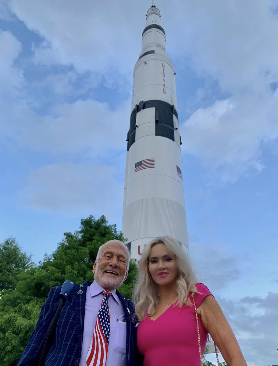 Happy to be at @AerospaceStates award dinner. Love seeing that rocket stacked! #ApolloXI  #ASA2019  http:// roadtoapollo50th.com    <br>http://pic.twitter.com/Oxxsqae42z