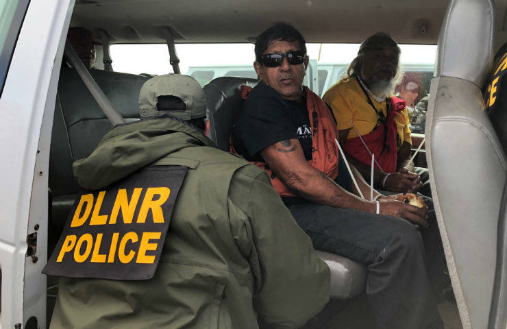 Phone numbers for Hawaii Gov. Ige (808) 586-0034 (808) 586-2211  Say: -You're outraged that elders are being arrested. -You oppose the TMT telescope being built on #MaunaKea. -You support Native Hawaiian people who are defending their own land. Done. #TMTShutdown<br>http://pic.twitter.com/Z7sMTHIRWe