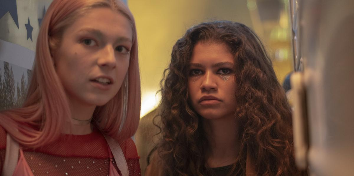 RT @Cosmopolitan: Jules' Makeup On 'Euphoria' Is A Clue About Her Future With Rue https://t.co/znSsDFwq6A https://t.co/karMsgHF9d