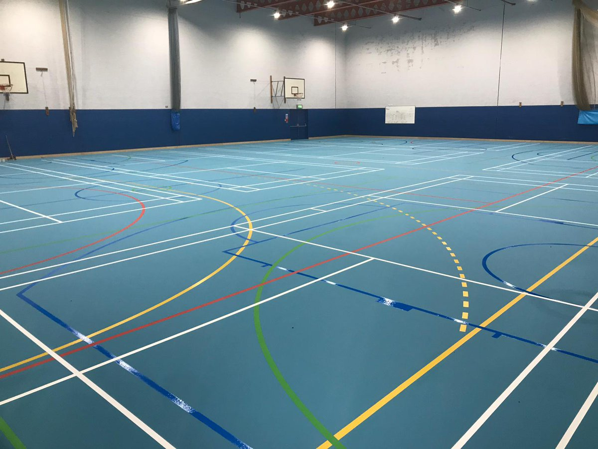 """Lovely to get the following note from Sarah at the @BishopsHigh   """"The sports hall looks fantastic, thank you to everyone involved""""   We really enjoyed installing the floor and hope the pupils love it too. 🤸♀️🤾♀️🙌  https://t.co/ZZWHkpJccb"""