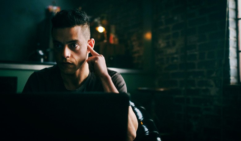 Season 4 of #MrRobot promises plenty of blood, hacking, and answers to the series' most pressing questions. Here's your first look:  http:// bit.ly/2JAS46g    <br>http://pic.twitter.com/WRaSsTHTdv