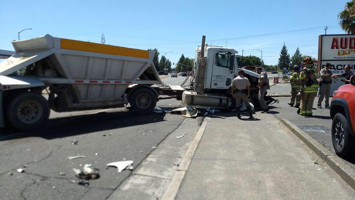 Arden Way wb just prior to Ethan Way, lane's blocked due to crash. #1 lane open. #SlowDown #TruckDrivers #lugnuts #headsup #ardenarcade #calexpo #californiahighwaypatrol