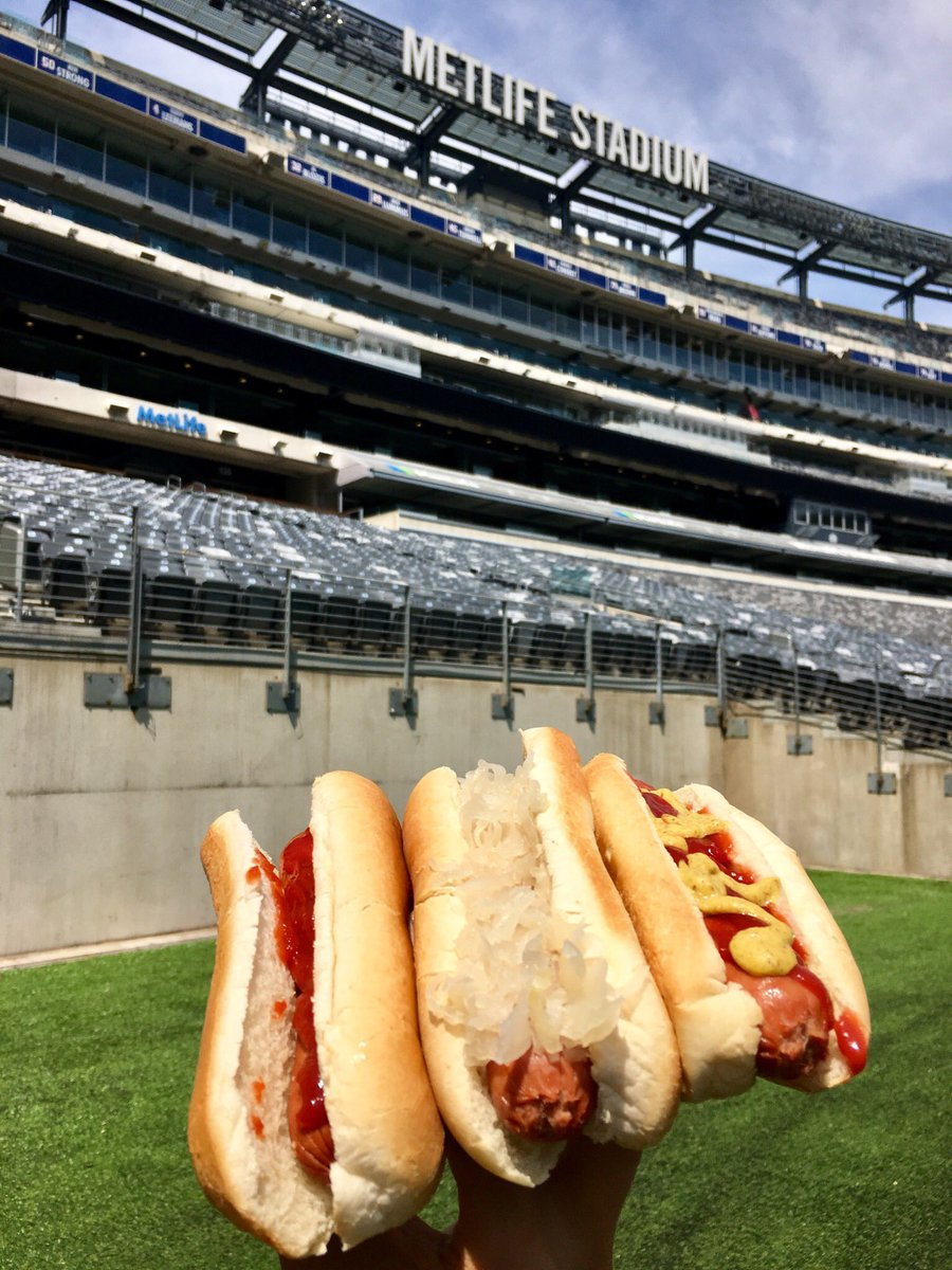 It's #NationalHotDogDay and if we're being frank, the best way to celebrate is with @Thumanns_Inc 🌭😋