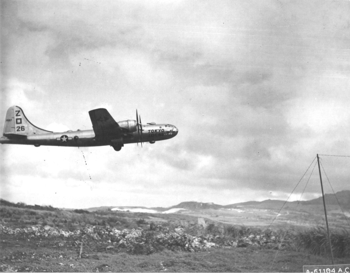 """B-29 Superfortress """"Tokyo Local"""" 882nd Bomb Squadron taking off from Isley Field on the island of #Saipan in 1944. #History #WWIIpic.twitter.com/UYWwF9hGTk"""