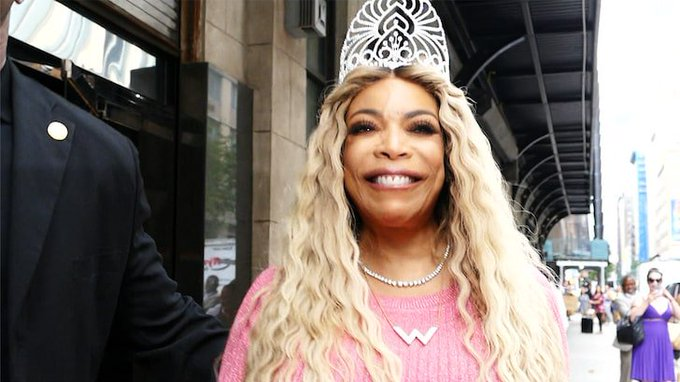 Wendy Williams Gets Sung Happy Birthday by Paparazzi