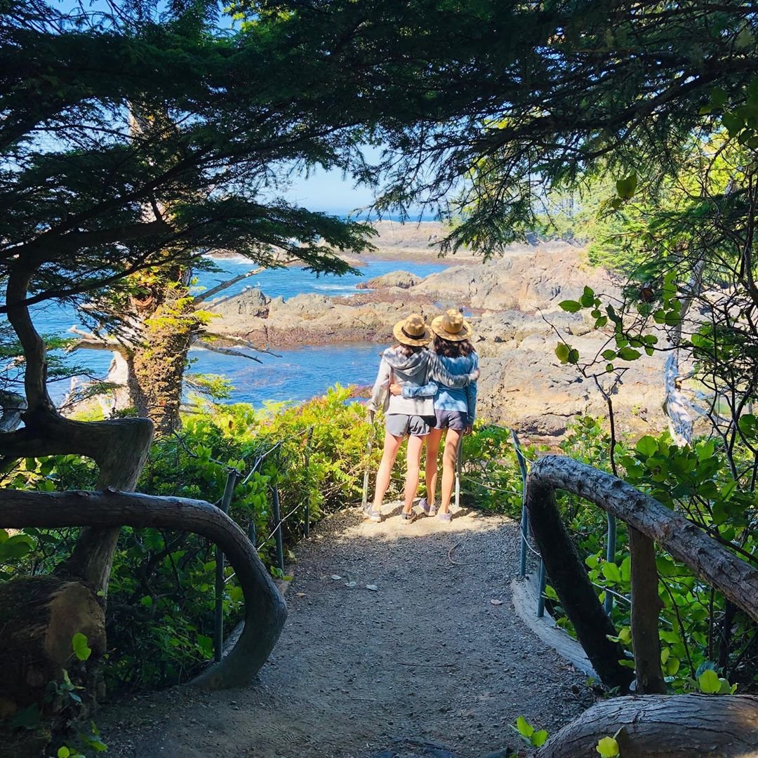 This is the view that's awaiting you upon arrival... ☺️ Living is fine on the Wild Pacific Trail!   . . . #myucluelet #wildpacifictrail #besties #friends #family #ucluelet #lifeontheedge #friendsforever #memories #outdooradventure #reallife 📷 @jinajunebug