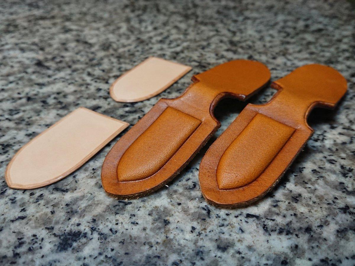 交換パーツの下拵え。 #leather #leathercraft #handmade #handcrafted #bespoke #chelsealeatherartwork #革 #革細工 #レザー #レザークラフト #オーダーメイド #オーダーウォレット #bespokeleather #オーダー承ります #オーダー受付中