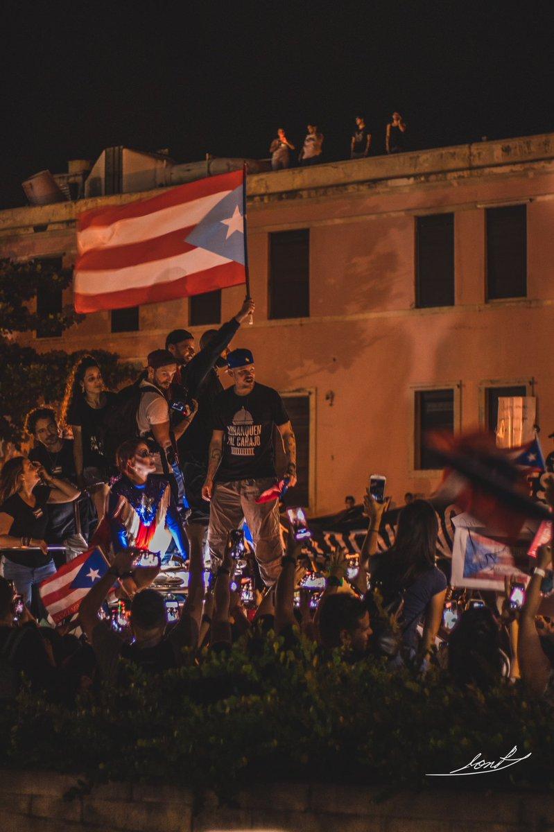RT @jonpierre19: Que bonita te ves, vestida de revolución. #RickyVeteYa #Julio17 https://t.co/Ng9Hi5v2wE