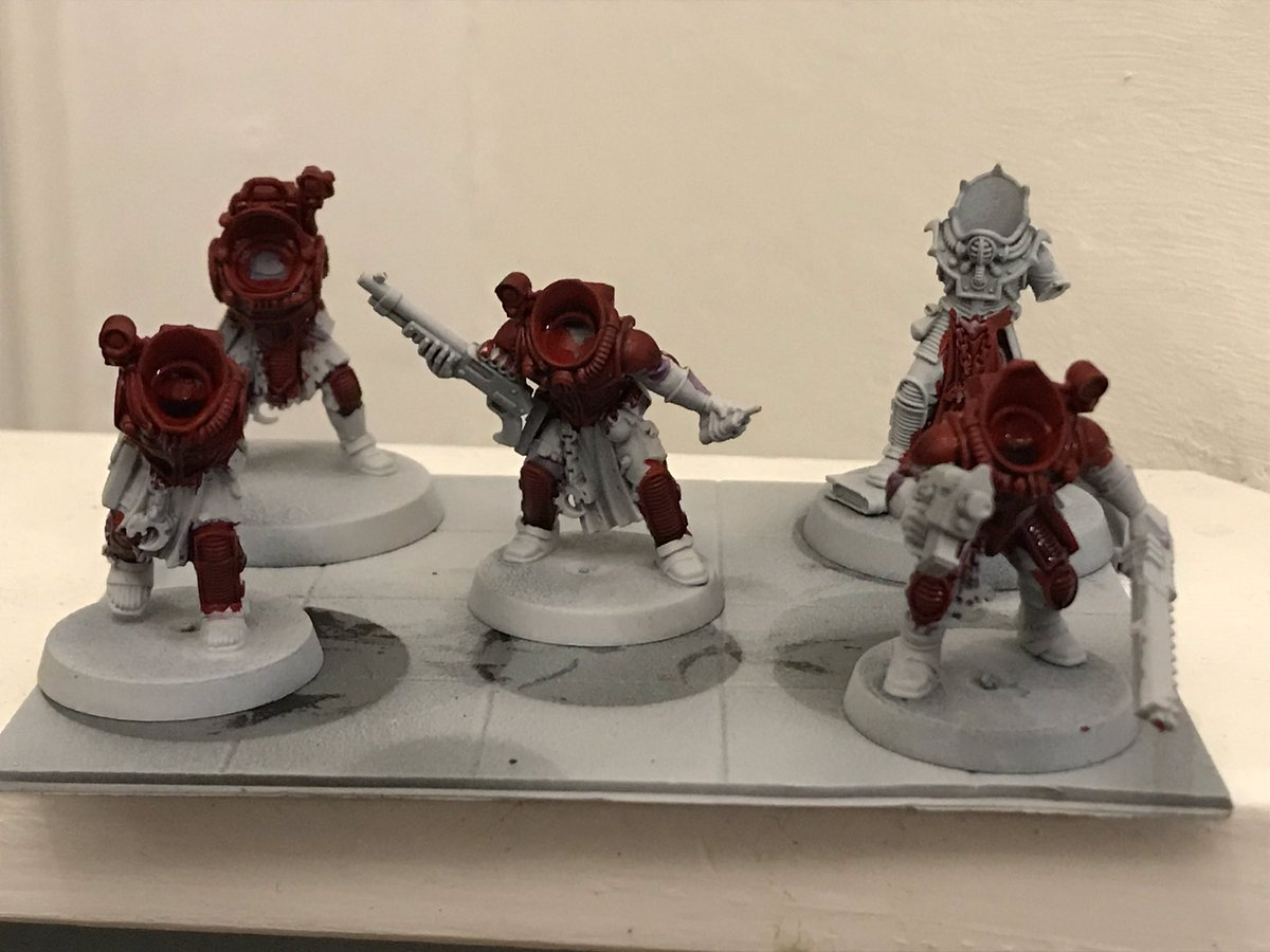It's always great to come back to a project and my Genestealers are no exception. Great to be getting some red paint on them🙂 #40k #warhammer40k #genestealers
