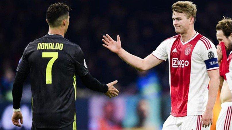 De Ligt : O Presidente do Barcelona me ligou perguntando se eu queria jogar com o melhor jogador do mundo. Eu respondi surpreso: Você contratou Cristiano Ronaldo?!