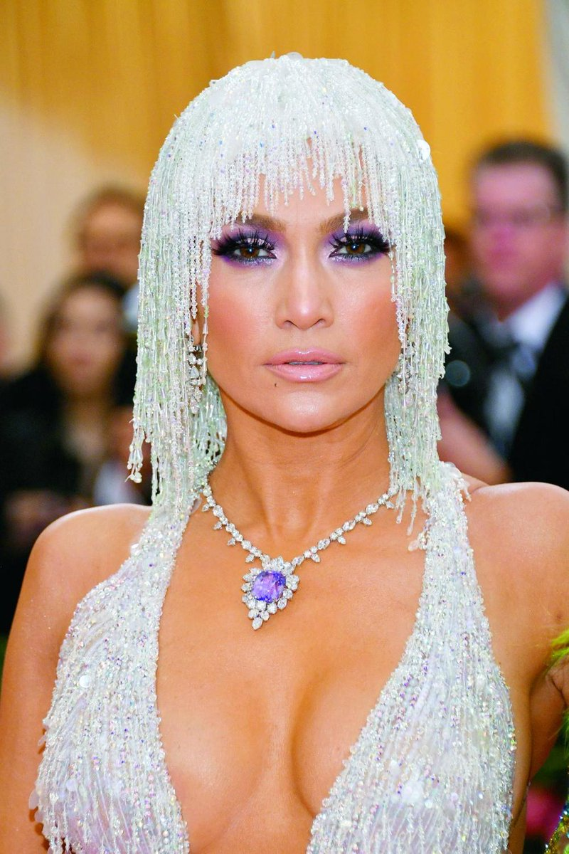 Few could pull off this dazzling look, but J.Lo sure can.   © Getty Images