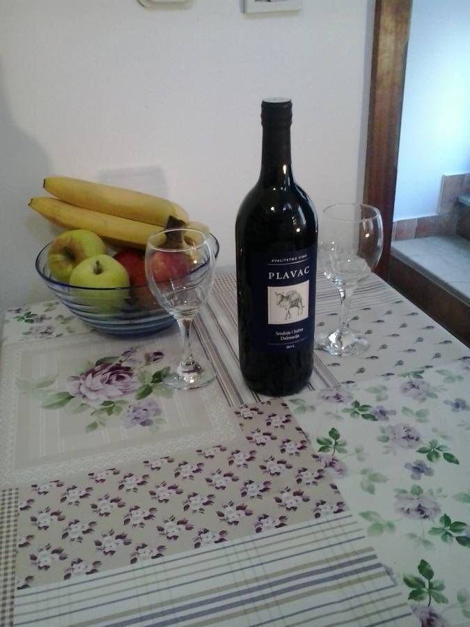 Welcome to Rubic #accommodation! Our location is in the center, only 300 m from harbor and Diocletian palace! #Split #Croatia #Travelblog #IWBmob #TTOT #lpchat #Hostel #doyoutravel #wonderfulplaces #openmyworld #lovetotravel #adventurethatislife http://bit.ly/2shvbuM