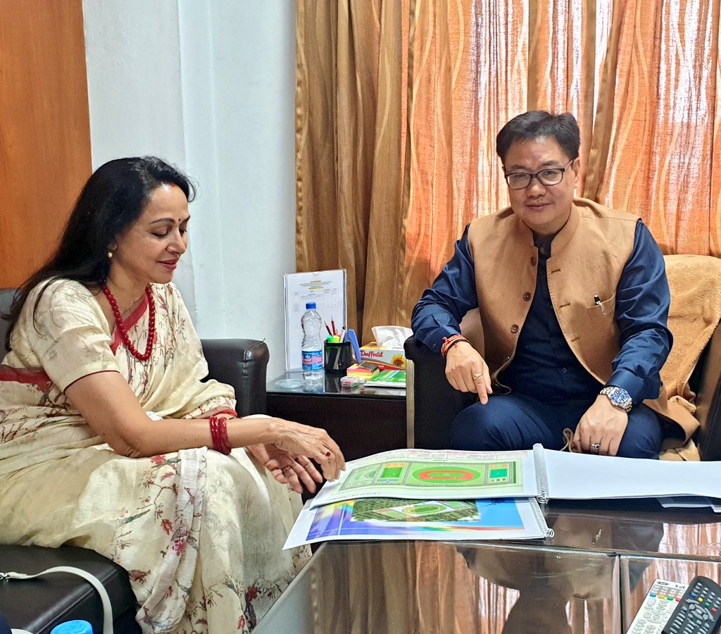 Lok Sabha MP from Mathura @dreamgirlhema ji taking initiatives to create sports facilities for the youths in her Constituency. I'll provide some help in her efforts. It's very positive that many MPs are taking interests in Sports.