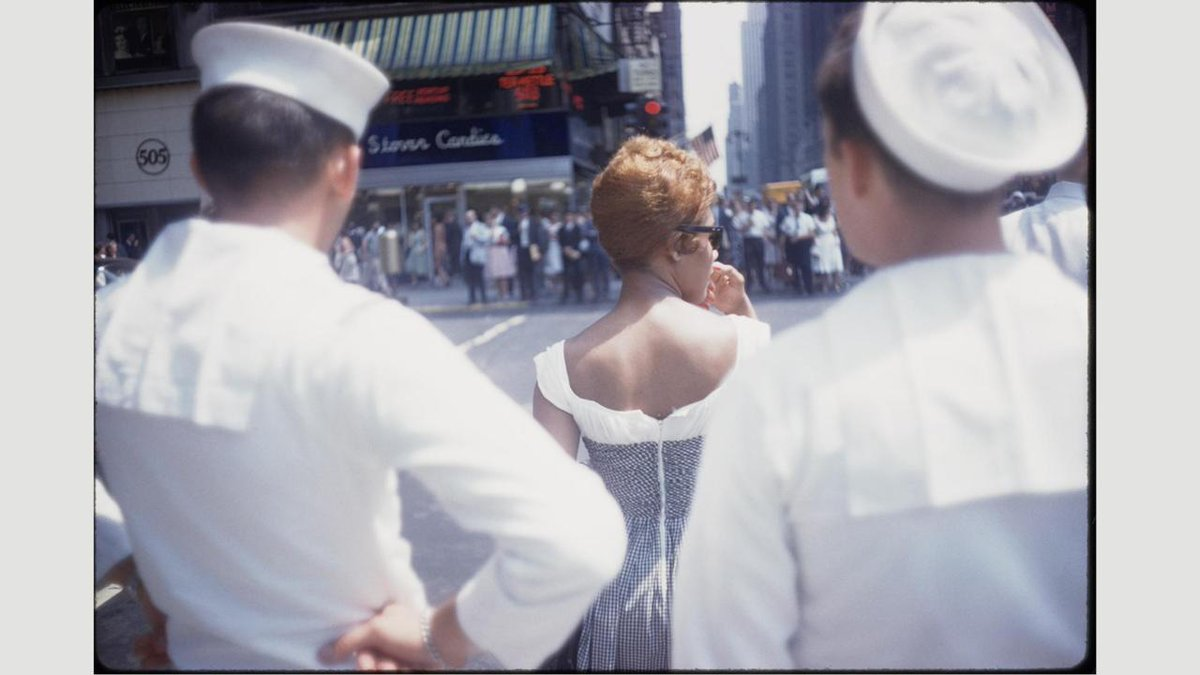 The man who took 1 million photos. An #exhibition @brooklynmuseum in New York reveals a surprisingly beautiful and colourful side to the work of renowned street photographer #GarryWinogrand, writes @andydickson. bbc.com/culture/story/… #photography