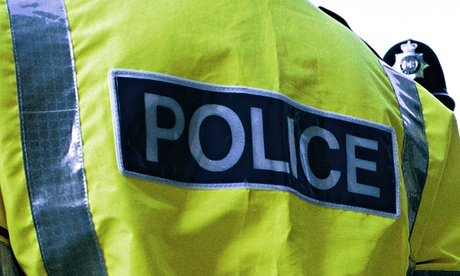 Robbers armed with whats thought to be hammers and axes - have stolen a load of cash from people in an Aston Martin in #Bradford. They smashed the windows of the car when it was parked in Thornton Road. #CapitalReports