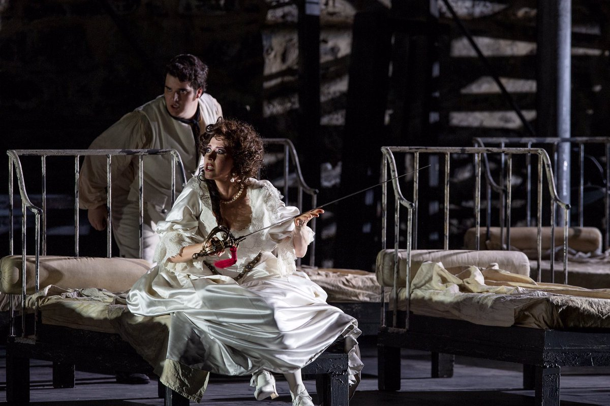 Vielä näin aamusta huomaan olevani kovin vaikuttunut eilisillan La Scalan tarjoamasta Rosvo-oopperaelämyksestä. Huikea tunnelma linnassa. Vahvaa tulkintaa ja yleisö haltioissaan. Wau! Kiitos @operafestivalfi