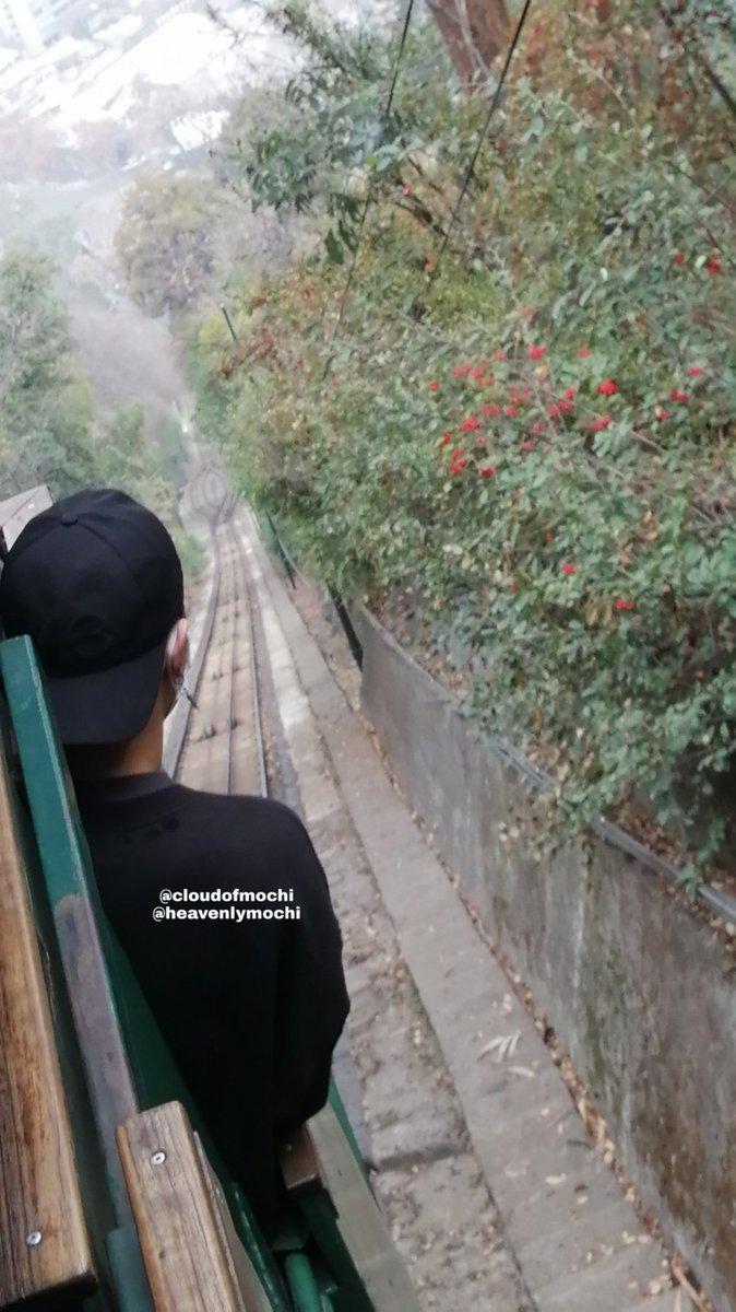 Mark had such a great time on the funicular   #MarkTuan #GOT7  #GOT7inChile #Got7inSantiago #마크투안 #갯세븐<br>http://pic.twitter.com/dunzeWkyI4