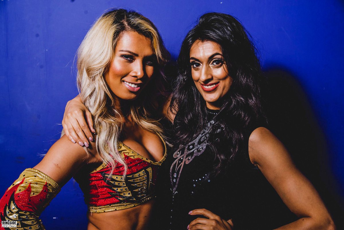 REAL QUEENS fix each others crowns! 👸🏼👑@JinnyCouture 📸: @ringsideperspective