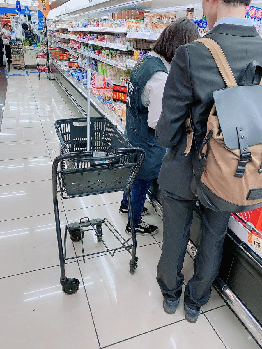 เมื่อวานไปซุปเปอร์(seiyu ) มา มีคนตาบอดมาซื้อของคนเดียว แล้วมีพนง.คนนึงเดินพาเค้าซื้อของ ถามว่าอยากได้อะไรคะ ก็พาเดินไป มียี่ห้อนี้ ราคานี้ๆ อันนี้ลด30%นะคะ เอาอันไหนดีคะ บอกละเอียดมากๆ คือเห็นแล้วอบอุ่นใจมากอะ คนตาบอดก็มาซุปเปอร์คนเดียวได้เพราะมีซัพพอร์ตที่ดี👏🏻  #รีวิวญี่ปุ่น