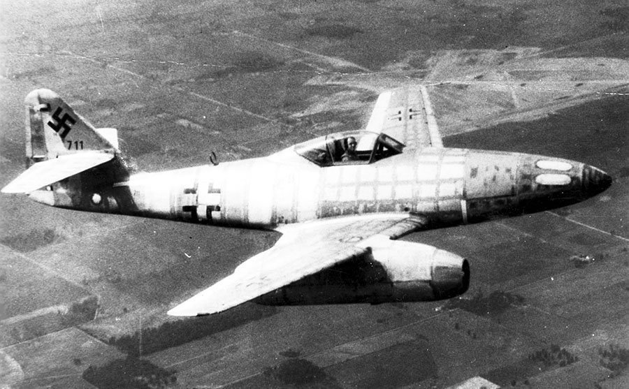 This day in 1942, the German Messerschmitt Me-262 flew its first successful test flight with jet engines. #WW2pic.twitter.com/tz85XE8Zgm