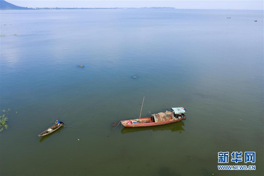 China's largest freshwater lake, Poyang Lake, in E China's Jiangxi has seen its water level exceed the warning level, measuring at 20.65m, some 1.65m above warning level. Jiangxi has deployed over 39,000 people to prevent and fight floods