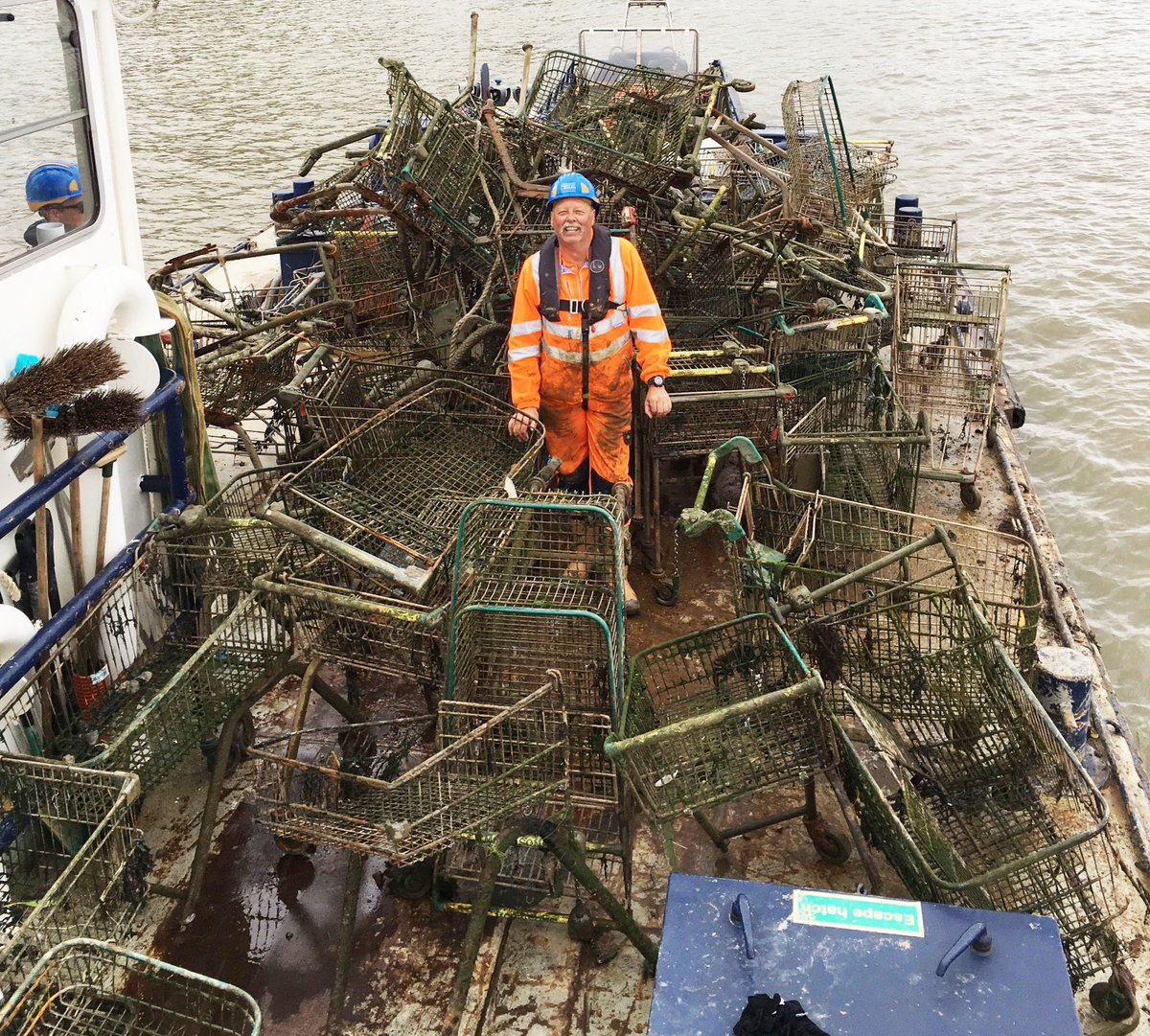 A foreshore clean-up in South London earlier this week, saw one of our crews collect nearly 70 SHOPPING TROLLEYS. Read more: http://www.pla.co.uk/Supermarket-heap-trolley-haul-uncovered-during-South-London-foreshore-clean-up …#thames #london @thameslitter