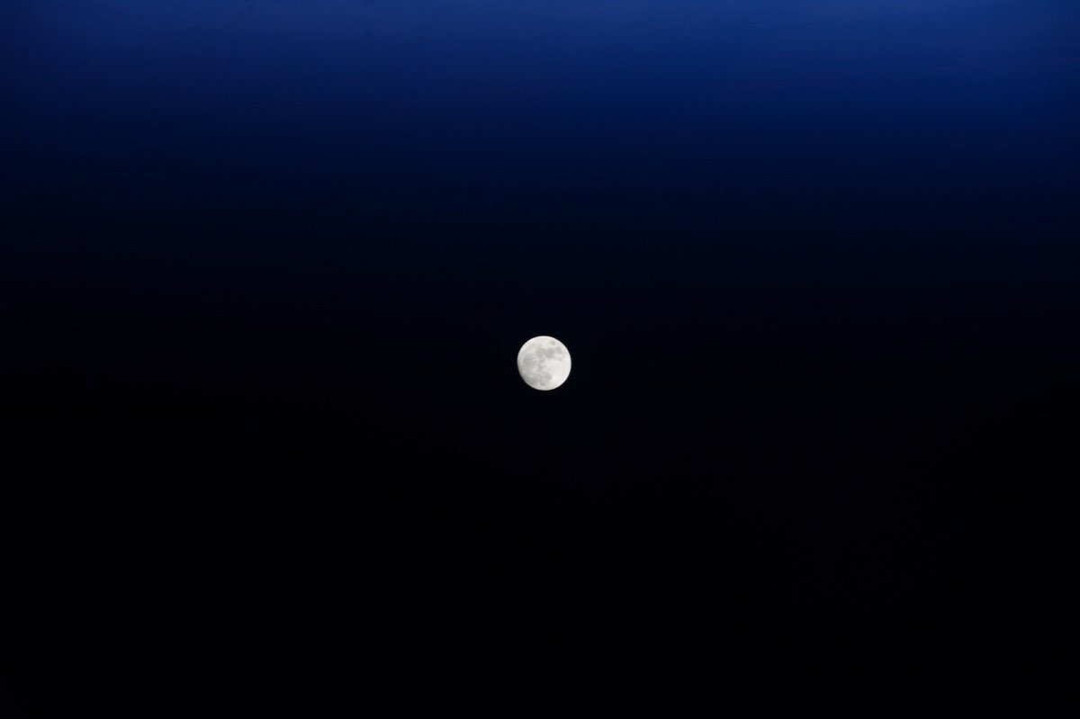 #ThursdayThoughts  It's almost like it was put there on purpose. The moon. To practice going to Mars. It's 3 days versus 200 days. It's got 1/6th of gravity vs 1/3 of gravity. No atmosphere versus a little. #Apollo50th <br>http://pic.twitter.com/AEIxyqnqkl