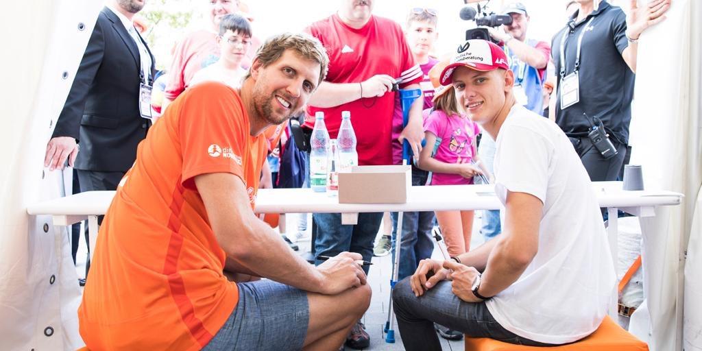 Holt euch am Sonntag beim @Benefizkick #C4C19 ein Autogramm von @SchumacherMick und mir! Die Autogrammstunde findet vor dem Spiel um 16:30 Uhr im Stadion statt! DANKE für euren Support! 👉 http://www.bit.ly/C4C-41